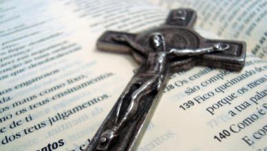 """Um """"Jesus"""" mutilado e o Jesus da Bíblia"""